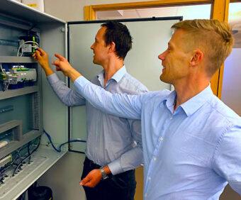Fredrik Larsson (L) und Carl-Johan Fogelberg bringen Black-Box-Softwarelösungen auf Beige-Box-Hardware